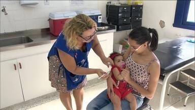 Dia D de vacinação contra o sarampo será neste sábado (19) - Vinte estados enfrentam surto da doença. Meta é vacinar 2,7 milhões crianças de seis meses a cinco anos.