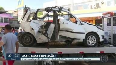 Duas pessoas ficam feridas após explosão de cilindro de GNV em posto de São Gonçalo - O carro ficou totalmente destruído.
