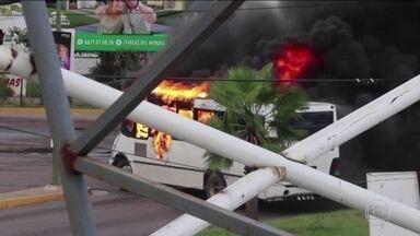 Cidade mexicana vira campo de guerra após prisão de filho de El Chapo - Diante da violência, as autoridades locais decidiram libertar Ovídio Guzmán. Nesta sexta (18), o governo reconheceu que houve falha no planejamento da operação.