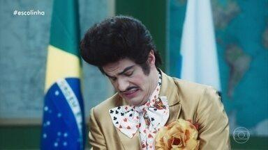 Zé Bonitinho entra em crise com sua beleza - Alunas da 'Escolinha' deixam Zé Bonitinho feliz novamente