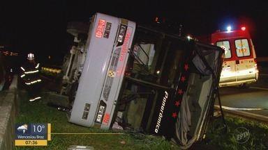 Ônibus bate em barreira da Fernão Dias e deixa feridos em São Sebastião da Bela Vista, MG - Ônibus bate em barreira da Fernão Dias e deixa feridos em São Sebastião da Bela Vista, MG