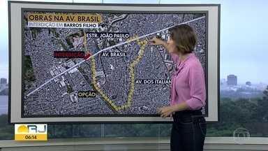 Av. Brasil tem interdições por causa das obras do BRT Transbrasil - Desde domingo (21), a obra de duplicação da pista, na altura de Barros Filho, fechou o acesso da estrada João Paulo para a Avenida Brasil no sentido Deodoro.