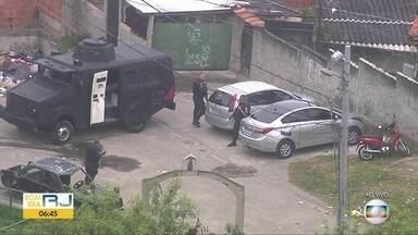 Policiais militares fazem operação em comunidade do Engenho da Rainha - Agentes buscam armas, drogas e criminosos.