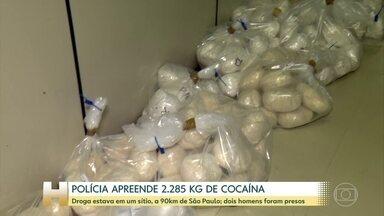 Polícia apreende 2.285 quilos de cocaína em SP - Droga estava num sítio em Nazaré Paulista, a 90 quilômetros da capital. Dois homens foram presos em flagrante.