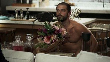 Paixão pede Kim em casamento - Após flagrar a namorada com lutador, Márcio termina o relacionamento