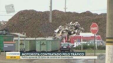 Polícia apreende 58 tijolos de cocaína em Iracemápolis - A droga estava escondida no fundo falso de um caminhão que trafegava na estrada que liga Limeira e Iracemápolis.