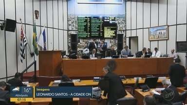 Vice-presidente da Câmara de Ribeirão Preto é afastado por uso de funcionária fantasma - Otoniel Lima (PRB) foi condenado por improbidade administrativa, quando era vereador em Limeira (SP).