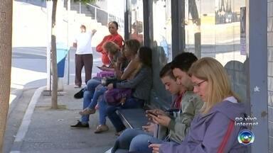 Motoristas do transporte urbano e escolar entram em greve em Araçariguama - De acordo com o sindicato da categoria, os funcionários alegam que a empresa não cumpre os acordos feitos na última paralisação, em agosto; apenas 30% da frota vai circular durante a paralisação.