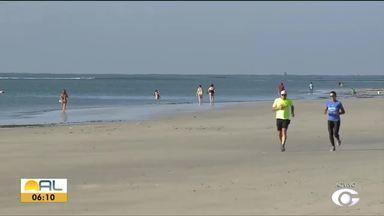 Voluntários fazem mutirão de limpeza em praias atingidas por óleo - Heliana Gonçalves tem os detalhes.