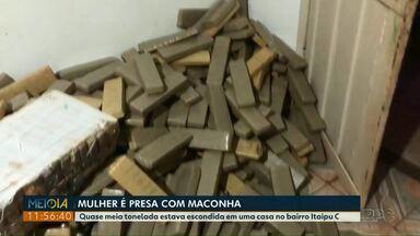 Polícia Civil apreende quase meia tonelada de maconha em uma casa no bairro Itaipu C - Uma mulher que estava na casa foi presa.