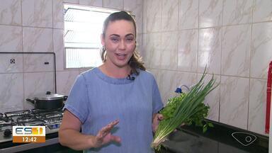 Dica da Lucy: consultora do ES ensina como manter temperos frescos por mais tempo - As dicas são para salsinha, cebolinha e coentro.