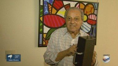 Morre em Ribeirão Preto, aos 91 anos, o jornalista e escritor Saulo Gomes - Imortal da Academia Ribeirão-pretana de Letras, ele se destacou como repórter investigativo e protagonizou entrevista com o médium Chico Xavier, na TV Tupi, em 1971.