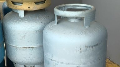 Distribuidoras repassam aumento no preço do gás de cozinha para consumidor - Em algumas revendas o reajuste chega a três reais.
