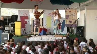 Confira as atrações do Festival Literário de Votuporanga - Veja quais são as atrações do Festival Literário de Votuporanga (SP), evento que ensina para crianças e adultos que aprender pode ser divertido.