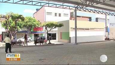 Ambulantes participam de reunião no Ministério Público de Caruaru - Prefeitura quer que os ambulantes se retirem do local até o fim de outubro.