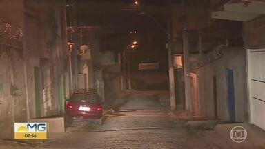 Polícia investiga dois casos de violência em Ribeirão das Neves, na Grande BH - Nesta quinta-feira, houve tiroteio em bar e o corpo de uma mulher desaparecida foi encontrado na cidade.