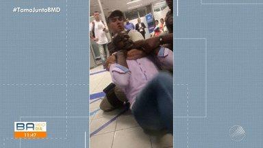 Vídeo: MP oferece denúncia de racismo contra gerente da Caixa Econômica Federal - Em fevereiro deste ano, um comerciante foi agredido e imobilizado por policiais militares dentro de uma agência da CEF, no centro de Salvador.