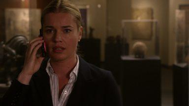 O Dilema do Labirinto - Durante a primeira missão do grupo, a coronel Baird se perde dos outros em um misterioso labirinto mágico.
