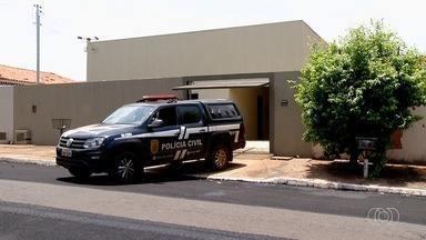 Polícia encontra casa onde teriam acontecido os estupros das duas irmãs, em Rio Verde - A residência suspeita casa é da corporação e usada como moradia por oficiais.