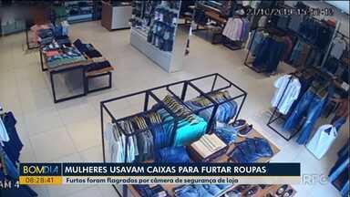 Mulheres usavam caixas para furtar roupas de lojas - Furtos foram flagrados por câmera de segurança de loja.