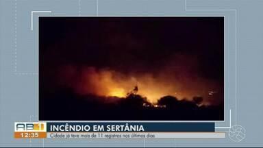 Sertânia registra 11 casos de incêndio na vegetação em menos de 15 dias - Último registro é de um incêndio nesta sexta-feira (25); fogo já foi controlado, mas tomou uma proporção maior e chegou ao estado da Paraíba