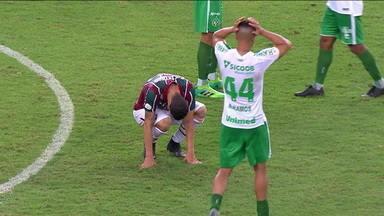 Fluminense perde um caminhão de gols e só empata com a Chapecoense e se complica - Fluminense perde um caminhão de gols e só empata com a Chapecoense e se complica