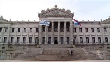 Eleição presidencial no Uruguai será decidida em segundo turno - Pesquisas apontam vantagem para o opositor de direita, Luis Lacalle Pou, contra o candidato governista Daniel Martínez.
