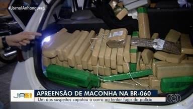 Polícia apreende 700 kg de maconha na BR-060, em Guapó - Segundo a polícia, um dos suspeitos capotou o carro ao tentar fugir.