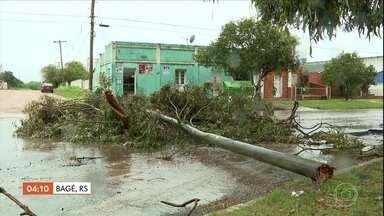 Temporais deixam pelo menos 1,2 mil casas danificadas no RS - As rajadas de vento passaram dos 100 km/h em algumas regiões.