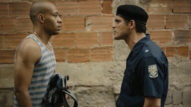 Episódio 1 - Morro do Dendé, 1990. Aos 18 anos, Zeca deixa o centro de detenção juvenil, tenta se alistar no Exército, mas é rejeitado. A namorada está grávida, e ele se envolve com o tráfico.