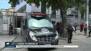 Filhos da deputada Flordelis são ouvidos na terceira Vara Criminal de Niterói - Dois filhos da deputada Flordelis estão presos pela morte do marido dela, o pastor Anderson do Carmo.