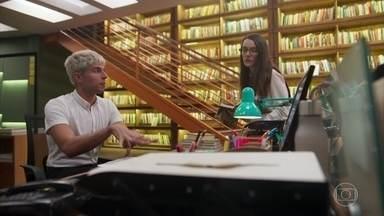 Willian passa as novas instruções a Evelyn - Willian está animado para viajar com Pablo