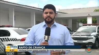 Dupla é presa suspeita de raptar menina de 4 anos, no Sertão da Paraíba - Criança foi levada pelas suspeitas de Piancó para Coremas. Mulheres foram encontradas através de denúncias anônimas.