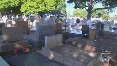 Cemitérios de Bauru e Marília se preparam para receber visitantes no Dia de Finados - Neste sábado (2), é Dia de Finados e os cemitérios da região já estão preparados para receber os visitantes. Em Bauru, os cinco cemitérios da cidade devem receber cerca de 30 mil visitantes.