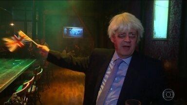 Britânicos se fantasiam de Boris Johnson no Halloween - Fantasia fez sucesso, por que o primeiro-ministro Boris Johnson disse que preferia estar morto em uma vala do que pedir a prorrogação do prazo de saída da União Europeia. O prazo foi estendido para janeiro.