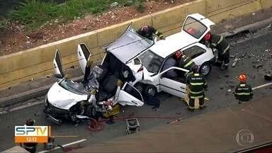 Motorista sem CNH causa acidente em viaduto - Homem de 28 anos se negou a fazer o teste do bafômetro e, segundo a polícia, estava visivelmente embriagado