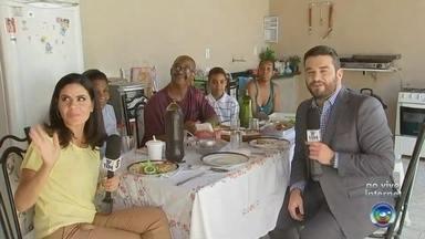 Equipe do TEM Notícias almoça com a família Silva em Sorocaba - Hoje é sexta-feira, dia que o TEM Notícias vai almoçar na casa dos telespectadores. A escolhida dessa semana foi a família Silva, no bairro de Aparecidinha, em Sorocaba (SP).
