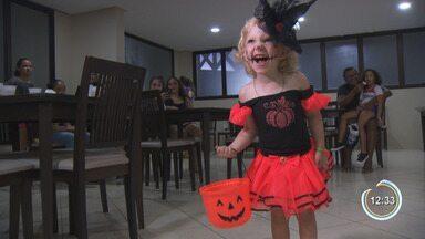 Condomínios fazem festa no dia das bruxas - Crianças se fantasiaram em busca de doces.