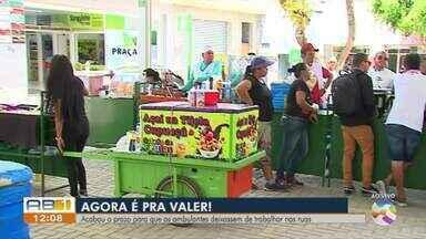 Ambulantes são realocados para as áreas do 'Comércio na Praça' - Prazo acabou na quinta-feira (31).