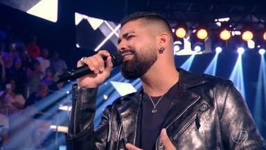 Dilsinho canta sucessos da carreira - O cantor tem o maior Canal de Pagode do Brasil (mais de 3 milhões de inscritos)