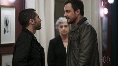 Camilo e Chiclete trocam ofensas - Chiclete decide ir embora. Todos comemoram o encontro de família.