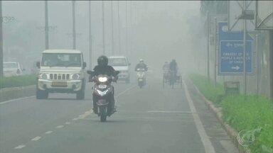 Qualidade do ar atinge pior nível já registrado na capital da Índia - Cinco milhões de máscaras foram distribuídas para amenizar efeito na saúde da população de Nova Déli.