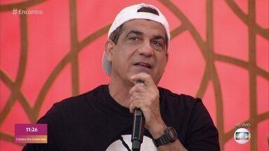 Durval Lelys fala sobre música para Santa Dulce e canta no palco do 'Encontro' - Confira