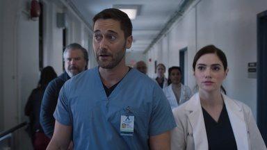 Fronteiras - Max decide que o New Amsterdam vai assumir as demandas de um pequeno hospital das redondezas e logo as coisas ficam caóticas no hospital.
