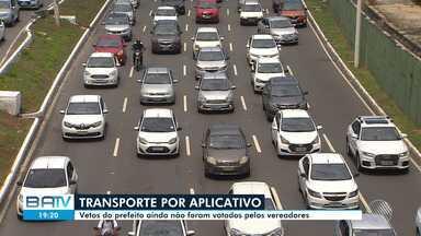 Motoristas por aplicativo fazem protesto nesta segunda-feira, na Av. Paralela - A manifestação ocorreu em resposta à votação do do Projeto de Lei regulamenta a atividade.