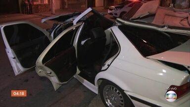 Grave acidente deixa duas pessoas feridas em São Paulo - Carro de luxo ficou totalmente destruído. Uma vítima foi internada em estado grave.
