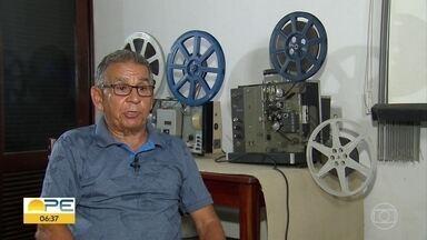 Apaixonado por filmes antigos mostra a coleção e fala sobre paixão - Projetores e filmes antigos são guardados com carinho por Marcos Cinema, como é conhecido.