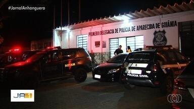 Trio é morto em troca de tiros com a Polícia Militar, em Hidrolândia - Segundo os policiais, eles estavam com carro roubado, drogas e armas.