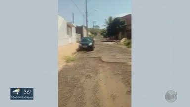 Moradores pedem recapeamento e limpeza de rua em Dumont, SP - Problema é na Rua Domingos Danese e acontece há um ano e meio.