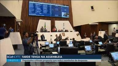 Deputados criticam proposta que reduz reembolso de despesas - Mais de três mil pessoas participaram de pesquisa do Boa Noite e 89% disse que a Assembleia não deve pagar a alimentação do deputado quando ele está em Curitiba.
